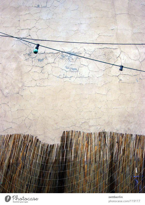 Party Haus Wand Mauer Feste & Feiern braun Fassade Freizeit & Hobby Gastronomie Zaun Putz Feiertag Hauskatze Lightshow Illumination Lichterkette Biergarten