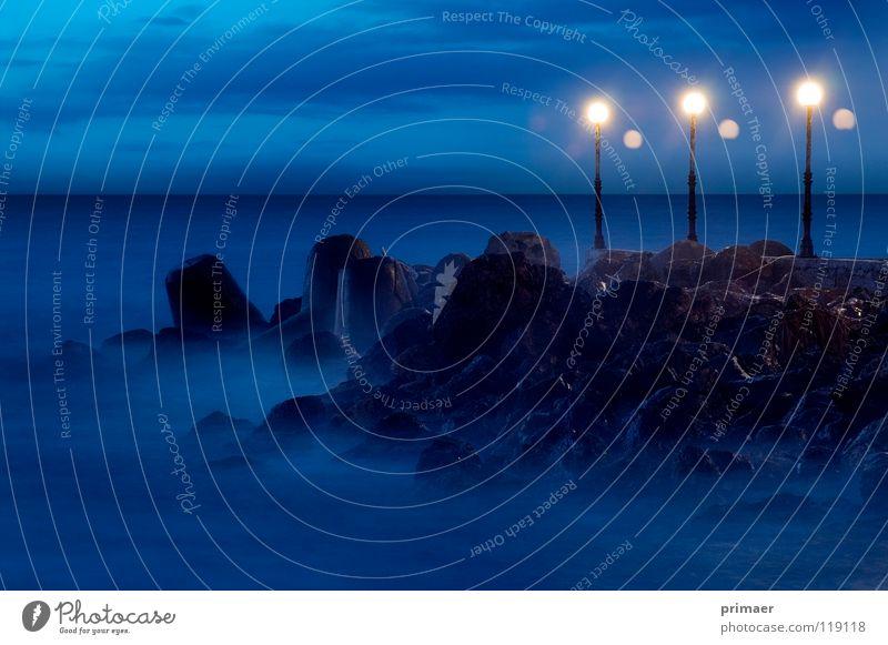 Meerstimmung Stimmung Abenddämmerung Dämmerung Nacht Licht Laterne Wolken himmelblau Wellen Ferne Einsamkeit langsam ruhig Strand Küste Steg Trauer