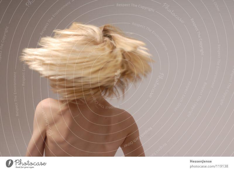 Haare 8 blond Oberkörper Geschwindigkeit Gefühle Eile Ärger Bewegung Hass Freude Haare & Frisuren stark Schwäche Energiewirtschaft Hin her Glück Ungeduld