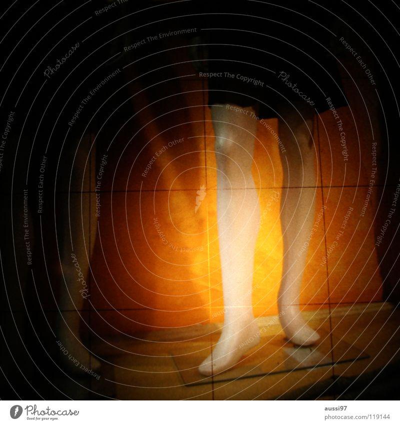 Stirn Unschärfe schemenhaft Raster Muster geheimnisvoll dunkel unklar Rätsel Knie Schaufenster Dekoration & Verzierung Fototechnik bläulich Lichtschacht