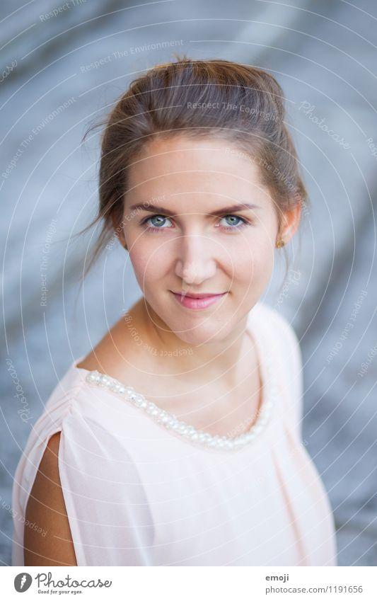 soft feminin Junge Frau Jugendliche Kopf Gesicht 1 Mensch 18-30 Jahre Erwachsene schön sanft Farbfoto Außenaufnahme Tag Schwache Tiefenschärfe Porträt