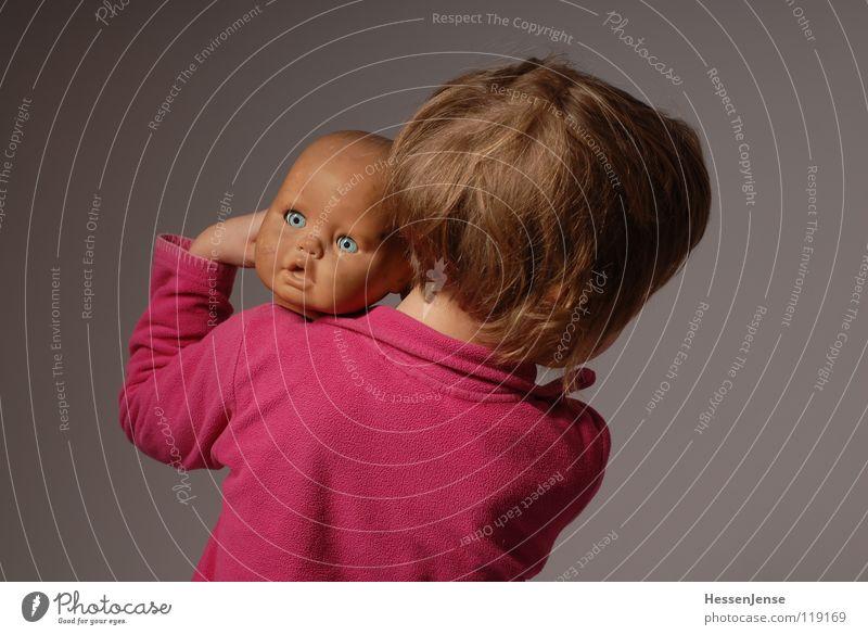 Objekt 7 Spielzeug Einsamkeit Freude Hintergrundbild kaputt Glatze Gefühle Puppe Kopf alt Kind beschädigt Glück
