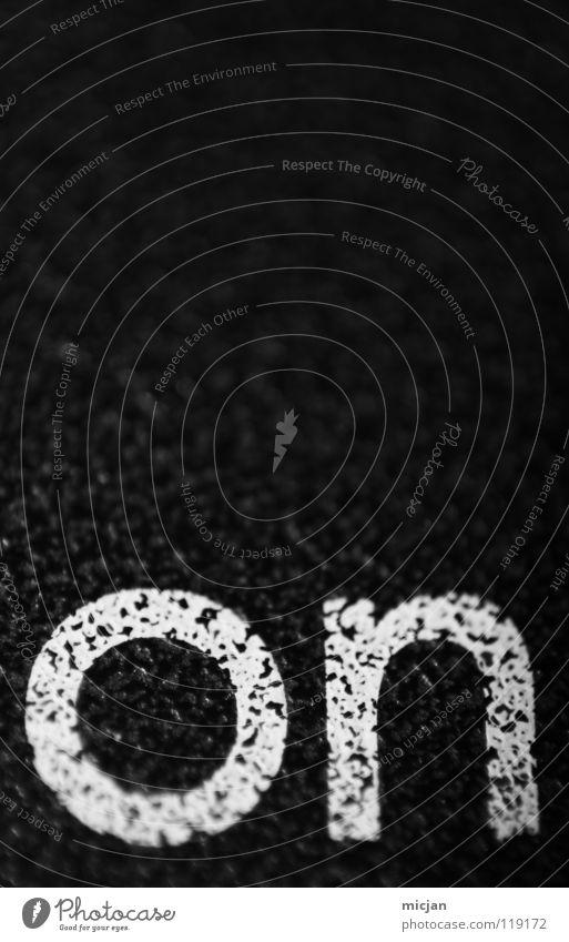 off Buchstaben Typographie Wort Englisch online aktivieren schwarz weiß Gummi Oberfläche Makroaufnahme Nahaufnahme Schriftzeichen english an 1 Kontrast