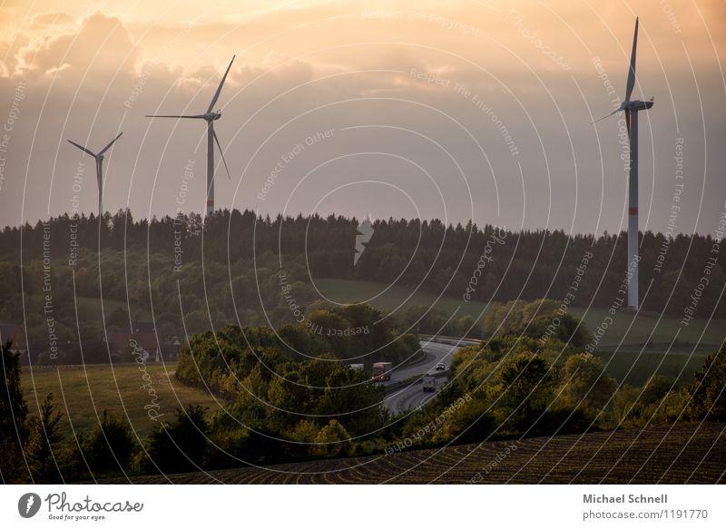A45 Technik & Technologie Windkraftanlage Umwelt Natur Himmel Wolken Frühling Wiese Feld Hügel Verkehr Verkehrswege Autobahn Fahrzeug nachhaltig Wege & Pfade