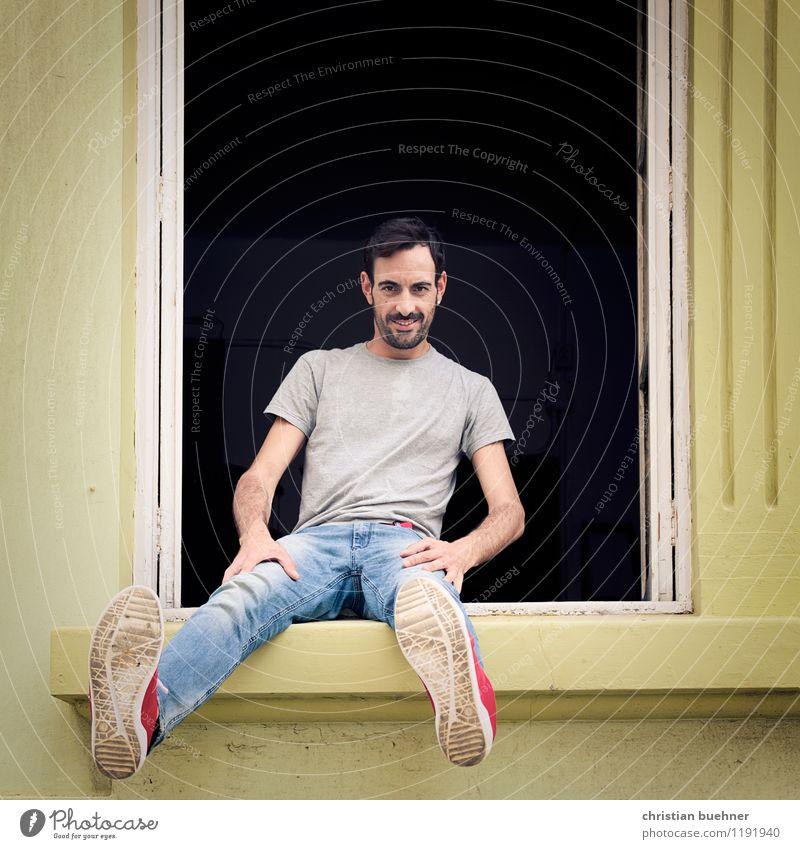 hochsitz Mensch Jugendliche Sommer Junger Mann Freude Haus Fenster Leben lustig Glück lachen Freiheit Zufriedenheit Kindheit authentisch sitzen