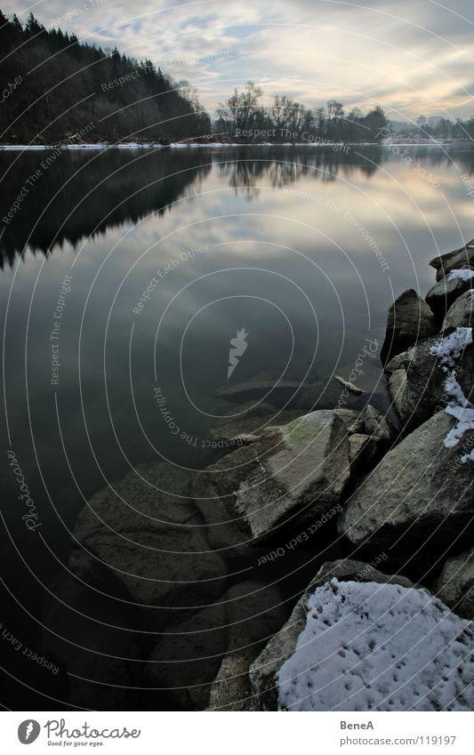 Spiegel Natur Wasser Himmel Baum Winter ruhig Wolken Wald kalt Schnee Erholung Freiheit Stein See Landschaft Eis