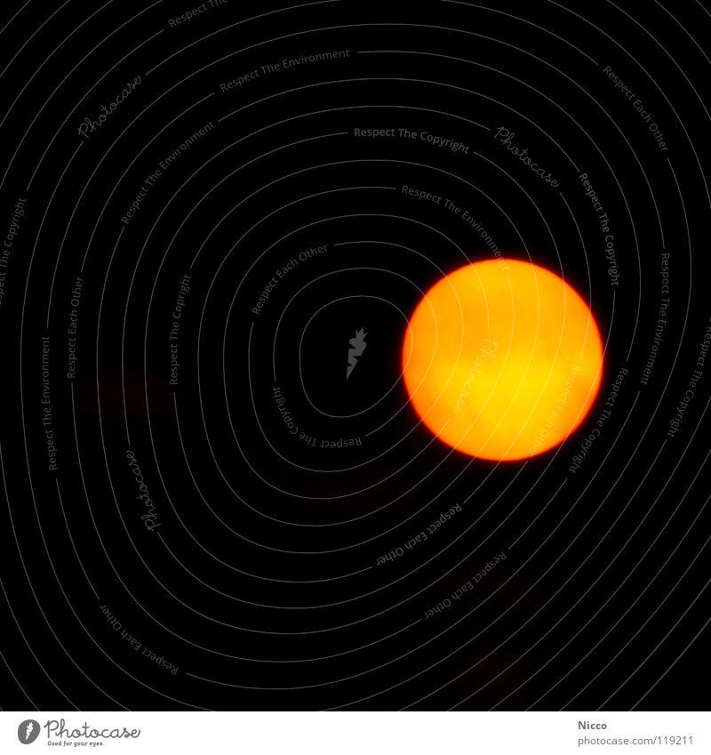 Sonne Himmel rot schwarz gelb Wärme Stern Brand Kreis rund Physik Weltall Strahlung Planet Grad Celsius Mittag