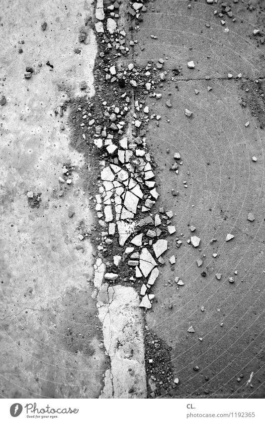auflösung Verkehr Verkehrswege Straße Wege & Pfade Boden steinig Stein dreckig kaputt Verfall Zerstörung Schwarzweißfoto Außenaufnahme Menschenleer Tag