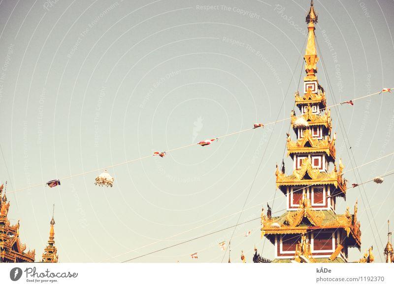Tage in Burma Stadt schön Sommer Architektur glänzend Kraft hoch fantastisch Gold Spitze Kirche Schönes Wetter Dach Schutz historisch Asien