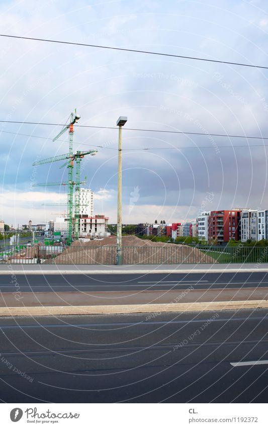 baustelle Arbeit & Erwerbstätigkeit Baustelle Wirtschaft Himmel Wolken Stadt Haus Bauwerk Gebäude Architektur Verkehr Verkehrswege Straßenverkehr Wege & Pfade
