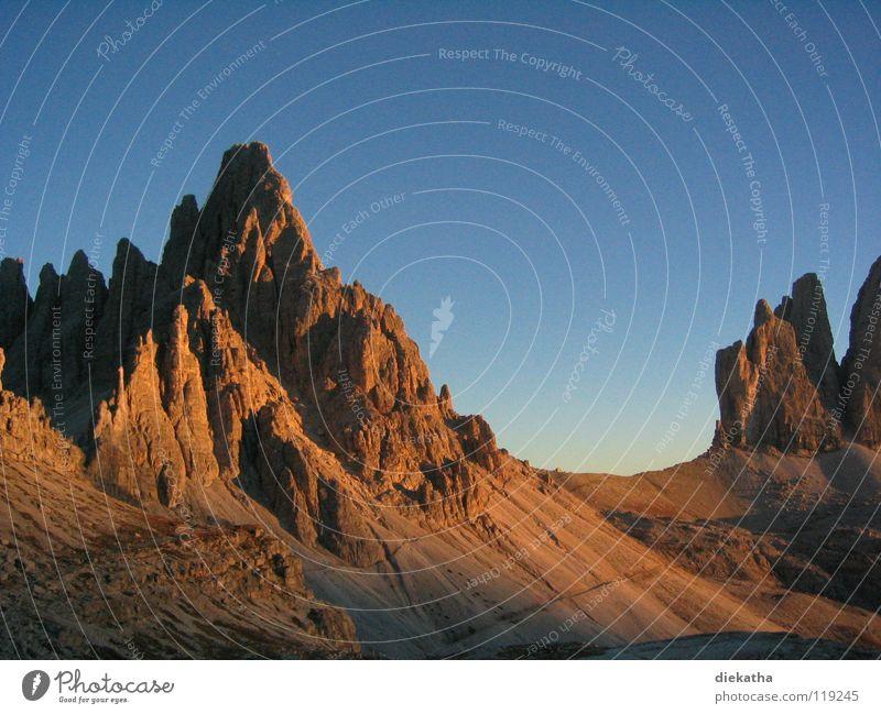 Felsfinger Sonnenuntergang Verlauf wandern Ferien & Urlaub & Reisen Panorama (Aussicht) gefährlich Geröll Berge u. Gebirge Abend Alpen Himmel blau orange
