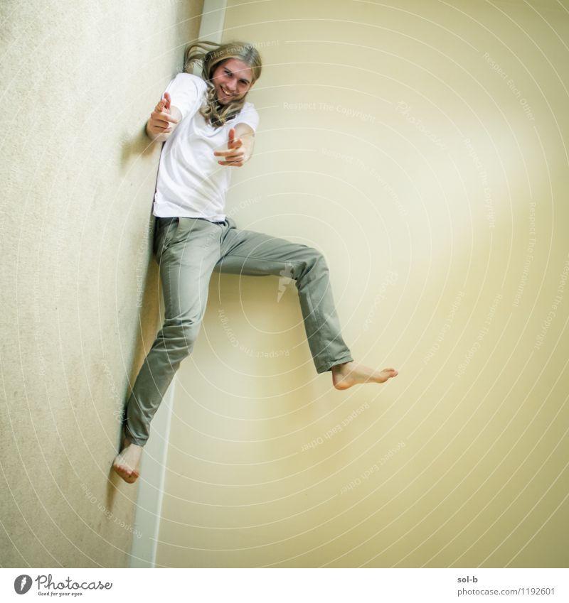 Kind Jugendliche Junger Mann Freude 18-30 Jahre Erwachsene Leben lustig Spielen lachen fliegen springen maskulin wild frisch