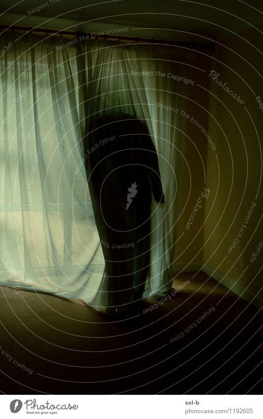 hdnthclds Raum Mensch Körper 1 Fenster Gardine stehen Traurigkeit verblüht warten bedrohlich dunkel gruselig trist verrückt Trauer Tod Müdigkeit Unlust