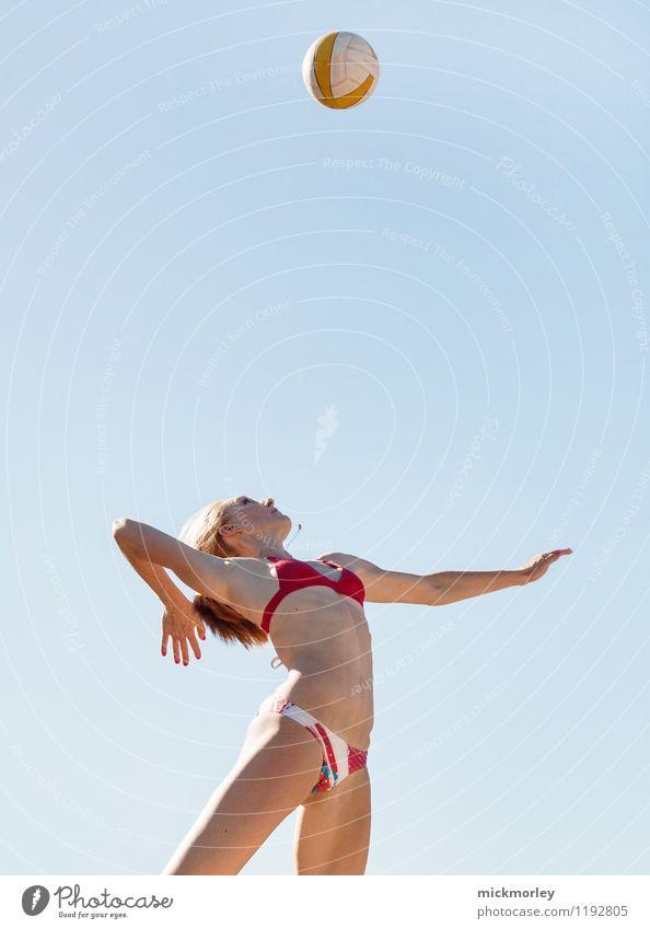Volleyball Aufschlag Lifestyle Körperpflege Gesundheit Leben Freizeit & Hobby Sommer Sommerurlaub Sonne Entertainment Party Sport Ballsport Sportler