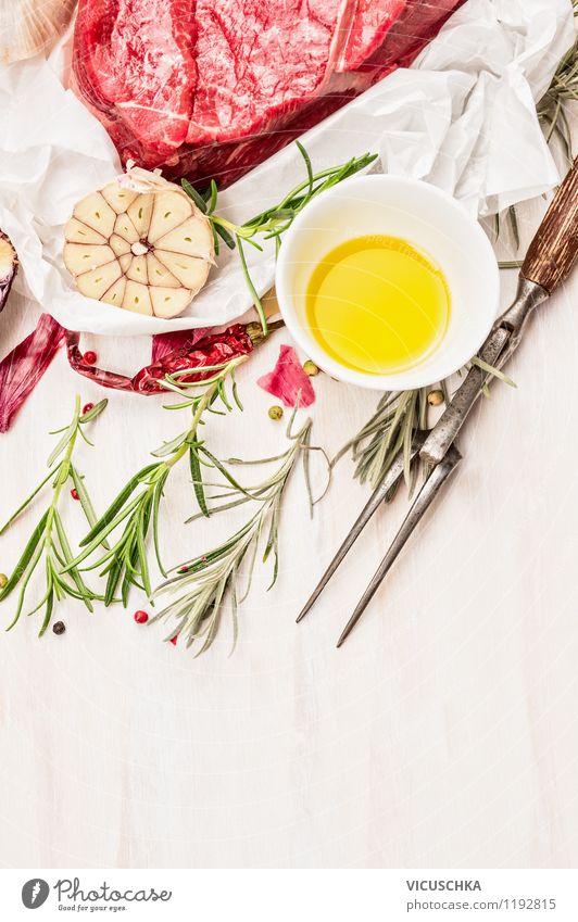 Fleisch fürs Grillen zubereiten Lebensmittel Kräuter & Gewürze Öl Ernährung Abendessen Bioprodukte Gabel Stil Design Gesunde Ernährung Tisch Papier