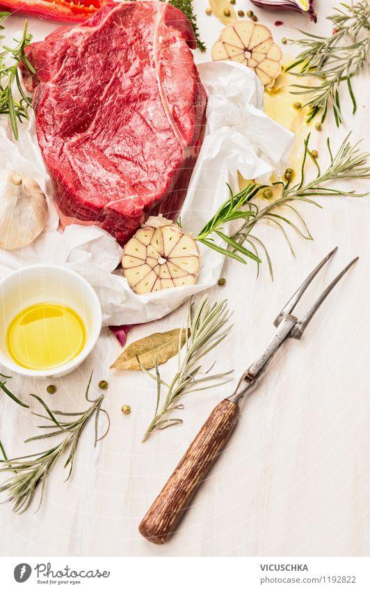 Rohes Rindfleisch mit frischen Kräutern Lebensmittel Fleisch Kräuter & Gewürze Öl Ernährung Mittagessen Abendessen Bioprodukte Diät Gabel Stil Design