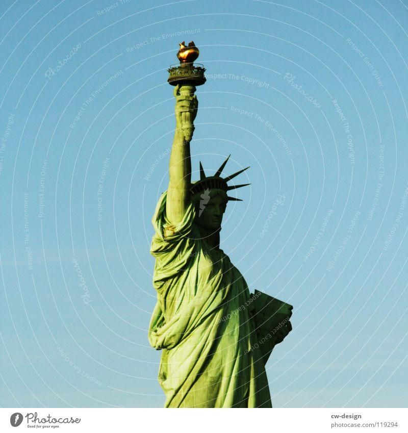 BEDLOE'S ISLAND? New York City Statue Begrüßung Frankreich USA Vollendung minimalistisch Freisteller Patina grün Amerika Tracht Aufschrift hoch rechts Hand