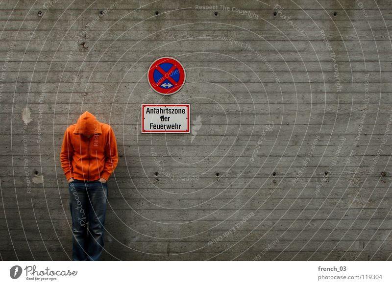 still waiting for ... Mensch Mann blau Hand weiß schön rot Wand grau Mauer Beine Linie orange Deutschland Arme warten