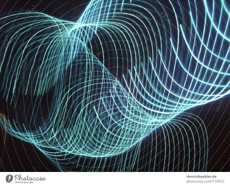 blue light flash blau Freude schwarz dunkel Bewegung hell Kreis Reihe Wiederholung London Underground Schlauch grell Lichtschlauch Vor dunklem Hintergrund