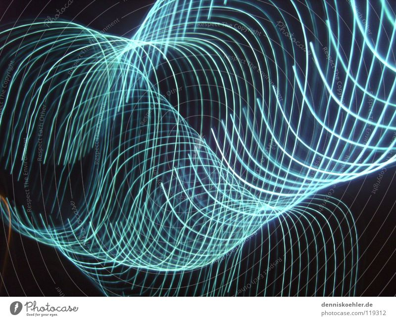 blue light flash Licht Lichtschlauch dunkel schwarz grell Schlauch Kreis Langzeitbelichtung Freude Flash hell blau Kontrast Bewegung Wiederholung Reihe