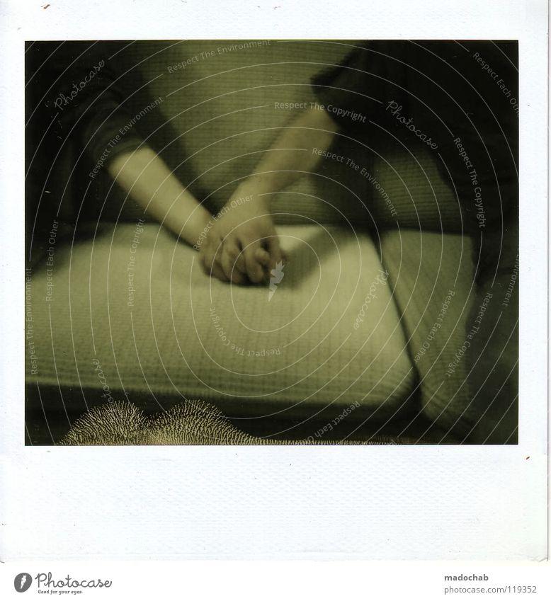 FREUNDSCHAFT Unschärfe Hand gestikulieren Hand in Hand Freundschaft Polaroid old-school Homosexualität Kuscheln Ehe Paar Symbole & Metaphern Männerfreundschaft
