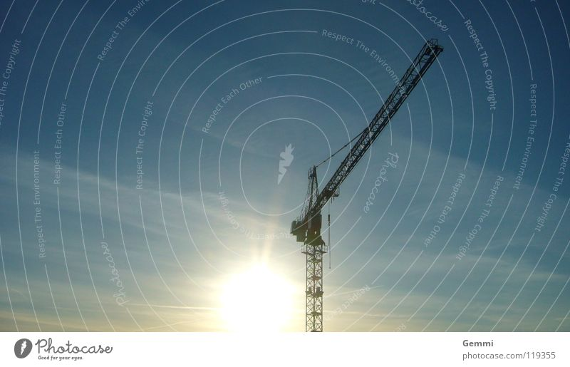 Luftschloss Ferne Baustelle Aktion Neuanfang Kran ruhig Gelassenheit Konstruktion Außenaufnahme Himmel Industrie hoch Technik & Technologie blau Farbe