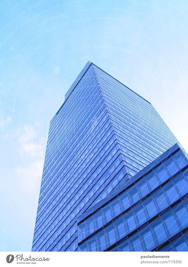 turm Hochhaus Fassade modern Skyline Industriefotografie mondern Glas blaufilter Architektur