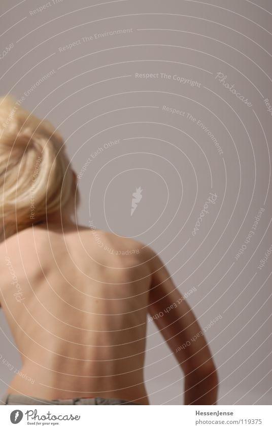 Haare 9 blond nackt Oberkörper Geschwindigkeit Gefühle Eile Ärger Bewegung Hass Freude Haare & Frisuren stark Schwäche Energiewirtschaft Hin her Glück Ungeduld