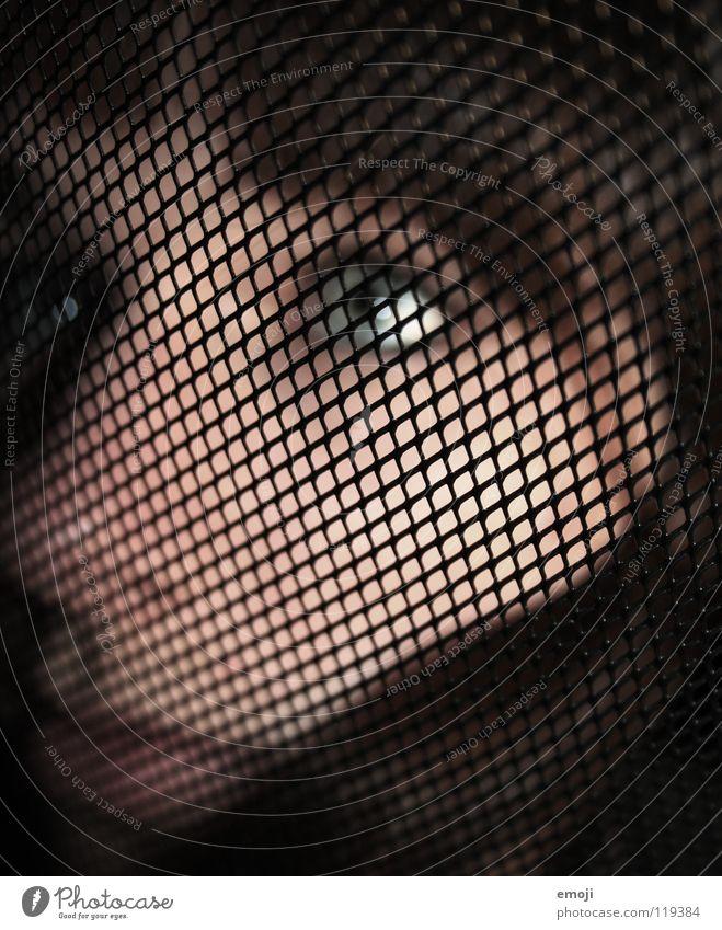 hilfesuchend. Frau Gesicht Auge feminin Gefühle Traurigkeit Stil See Kunst Haut Trauer Kultur Verzweiflung Fragen Gitter Durchblick