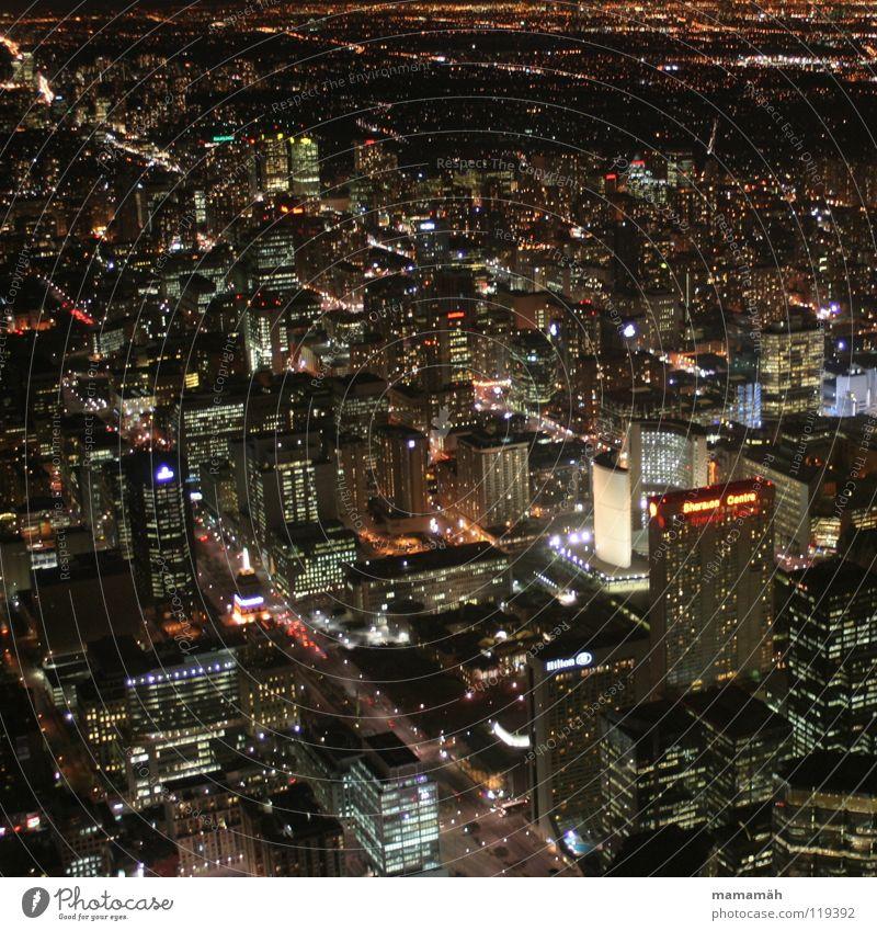 Toronto bei Nacht! Teil 2 Kanada Stadt dunkel Licht Straßenbeleuchtung Haus Hochhaus Bürogebäude Hotel Rathaus Scheinwerfer CN Tower