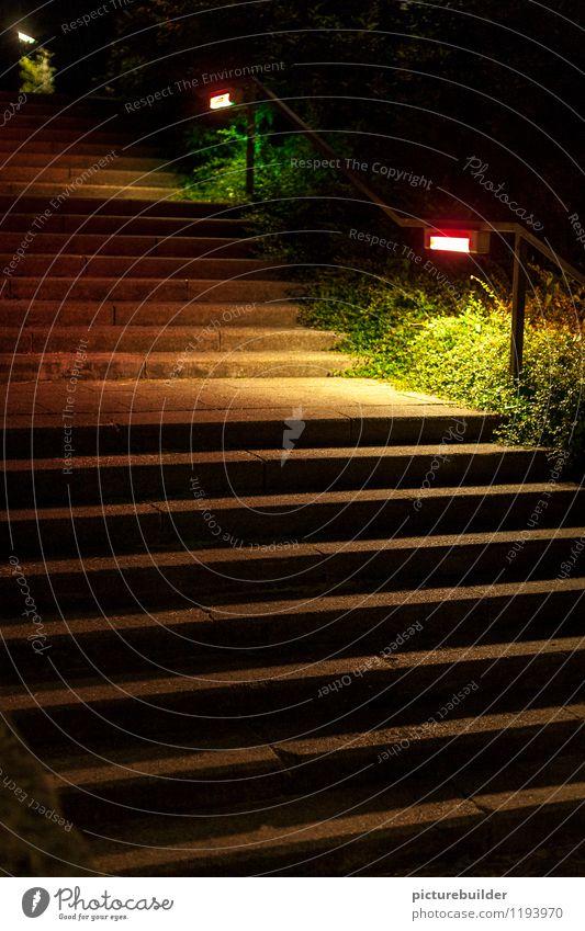 Nachttreppe Stadt Einsamkeit ruhig Wege & Pfade Park Treppe Angst Vergangenheit Straßenbeleuchtung Treppengeländer eckig abwärts Abwärtsentwicklung