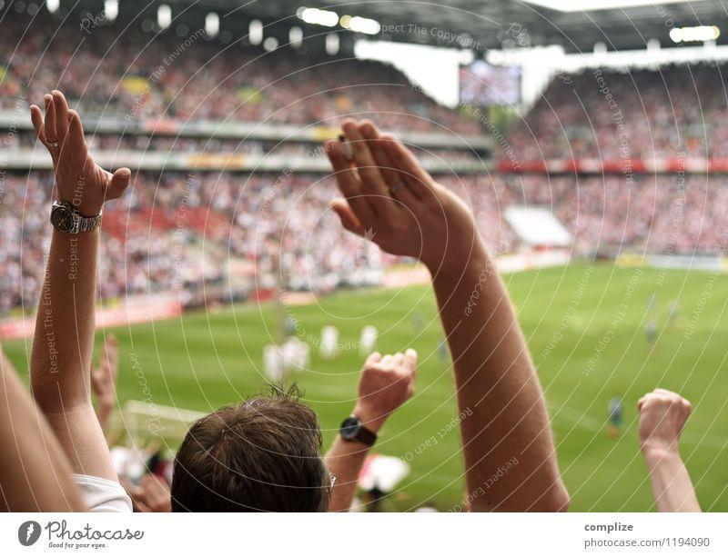 Toooooooooor! Mensch Hand Freude Sport Glück Freizeit & Hobby Erfolg Arme Fußball Hilfsbereitschaft Sportmannschaft Zusammenhalt Publikum Sportveranstaltung Tor
