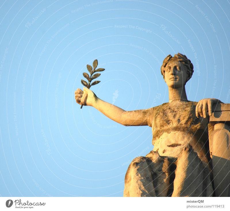 He's Got the Whole World in His Hands I Himmel dunkel Statue Skulptur Rom Körperhaltung Blatt Ausstrahlung Symbole & Metaphern stark historisch verfallen Empore