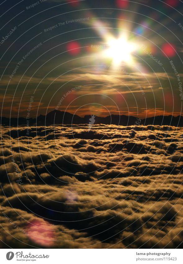 Sunshine live ! Sonne Sonnenstrahlen blenden Wolken Nebel Regenwolken Watte über den Wolken Aussicht Flugzeug Sonnenuntergang Sonnenaufgang Romantik Stimmung