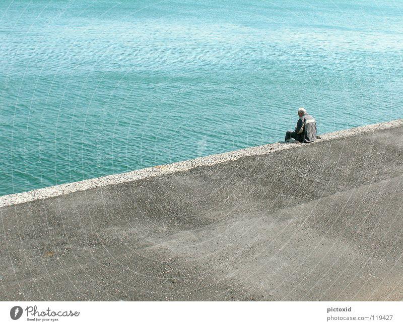 Zeit haben Griechenland Fischer Kreta Meer Mann Anlegestelle Mole ruhig Ausdauer Aussicht Ferien & Urlaub & Reisen Rauschen Zufriedenheit Gelassenheit Zukunft