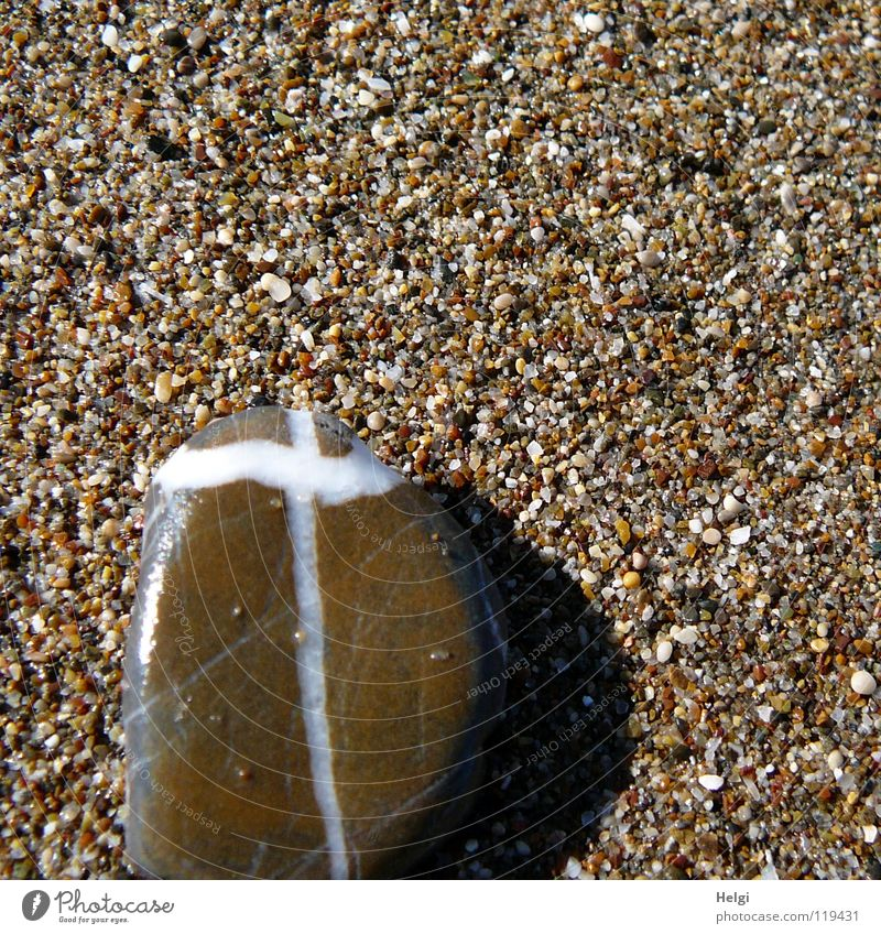 ein Zeichen... Natur weiß Meer Sommer Strand Ferien & Urlaub & Reisen schwarz Tod grau Stein Sand Linie braun Religion & Glaube Küste klein