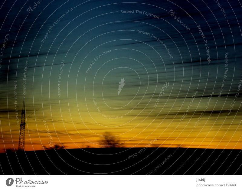 Unterwegs VII fahren Autofahren Baum Sonnenuntergang spät Abend kalt Winter Jahreszeiten Himmel Wolken begrenzen Wegrand Feld verzweigt durcheinander Beton
