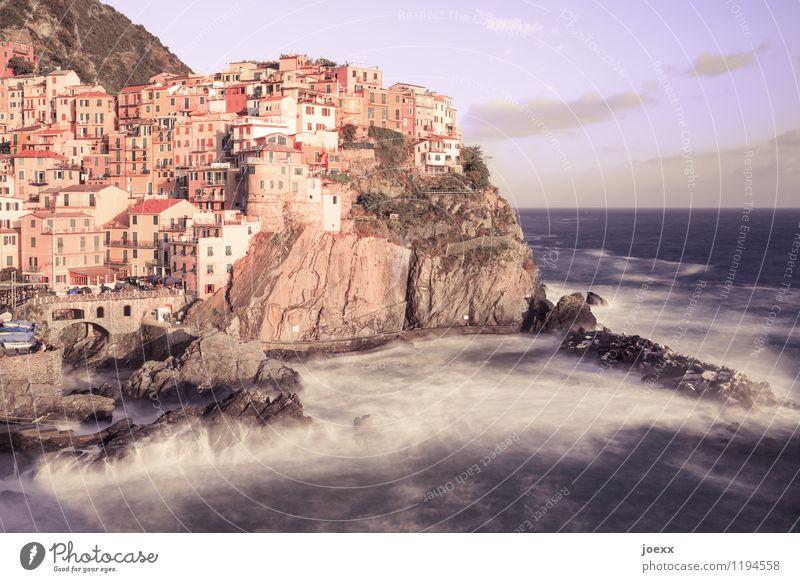 Sonnenbrille Wasser Himmel Wolken Horizont Sommer Schönes Wetter Wellen Küste Meer Manarola Dorf Haus Fassade alt hoch wild braun Romantik Idylle Cinque Terre
