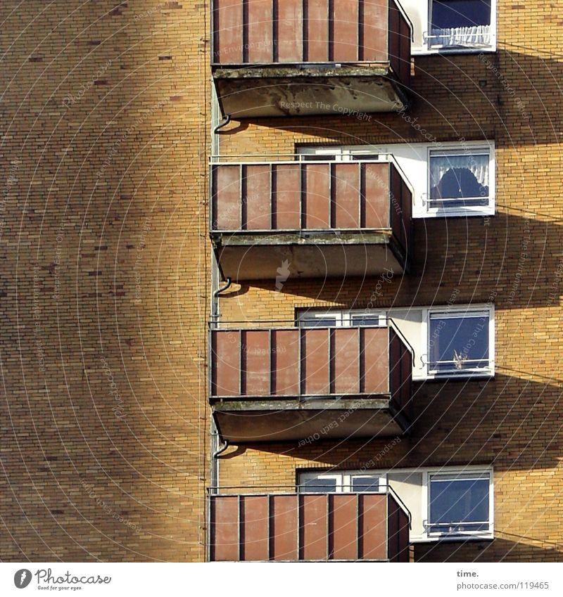 Autonomie und Bindung Haus Wand Fenster Stein Mauer Hochhaus Maske Häusliches Leben 4 analog Balkon Wohnzimmer Sportveranstaltung Gardine Konkurrenz Abwasser