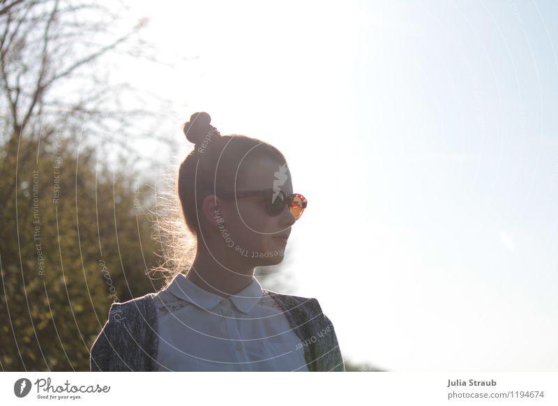 Pa Mensch Himmel Kind Jugendliche Junge Frau feminin Zufriedenheit Kindheit Sträucher Schönes Wetter einzigartig 8-13 Jahre trendy brünett Sonnenbrille Bluse