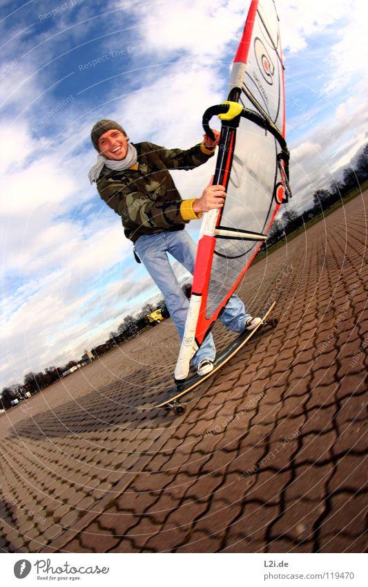 STREET[WIND]SURFER I Himmel Mann Freude Wolken Sport Spielen lachen Freizeit & Hobby Aktion Jeanshose Mütze Skateboarding Strommast Parkplatz Segel