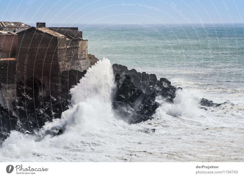 Haus mit Meerzugang Ferien & Urlaub & Reisen Sommer Landschaft Ferne kalt Umwelt Küste Angst Tourismus Wellen Kraft Insel bedrohlich Coolness