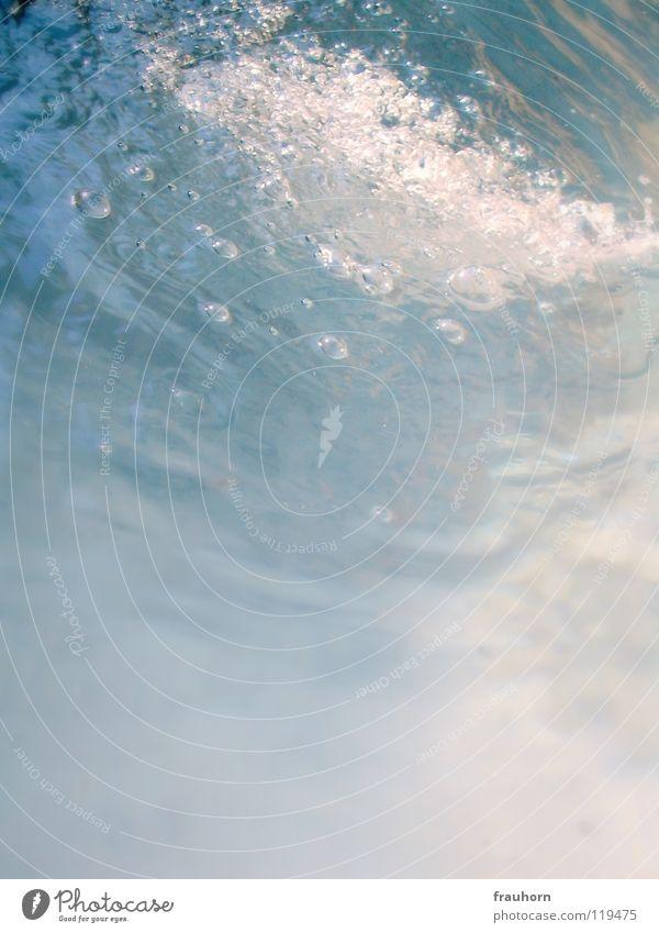 wolkenwasser Reflexion & Spiegelung weich Lauge Wellen Zuckerguß Watte Nebel Brunnen träumen Ferne Wasser blau sanft bubbles Mineralwasser blasen Bewegung