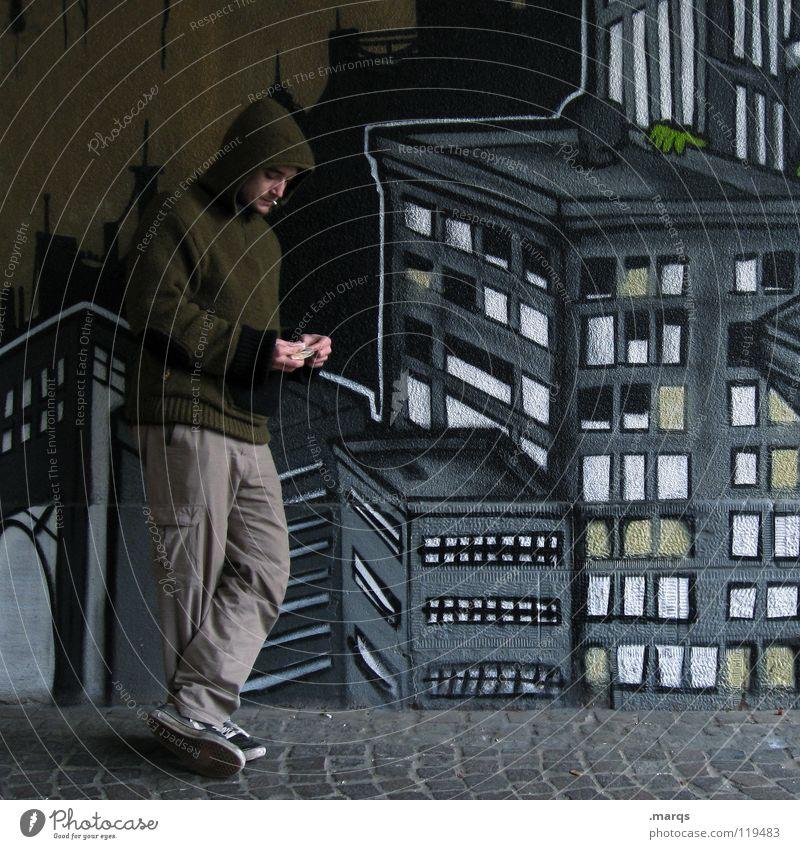 Auszeit Mensch Mann Jugendliche Stadt Haus Straße dunkel Erholung Arbeit & Erwerbstätigkeit Wand Denken Graffiti warten Suche Hochhaus Pause