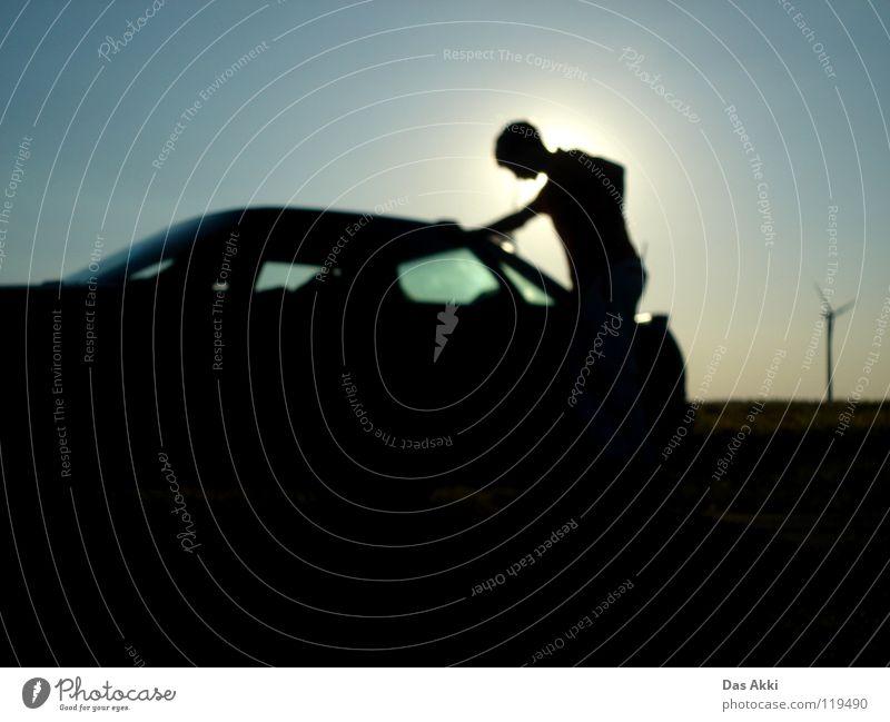 Schlüssel vergessen Mann schön blau Sommer schwarz Einsamkeit dunkel PKW Feld Wind Typ Langeweile Kerl Erneuerbare Energie Himmelskörper & Weltall