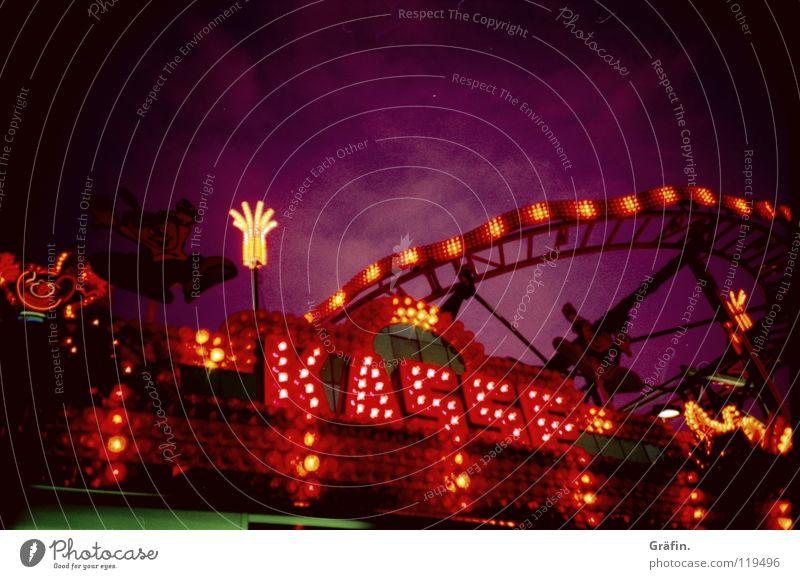 DoOm continues II Himmel Beleuchtung violett Jahrmarkt Wort graphisch Kasse Achterbahn Leuchtreklame Lichterkette Großbuchstabe Stromverbrauch Heiligengeistfeld Lichtdesign Lateinische Schrift Violetthimmel