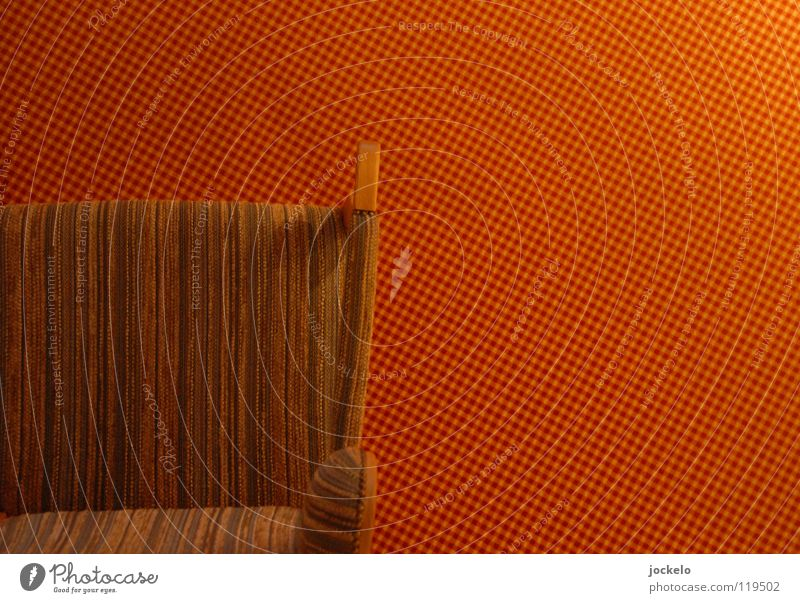 Warmer Sessel rot ruhig Holz orange Bodenbelag Streifen Stuhl Langeweile Teppich Stuhllehne