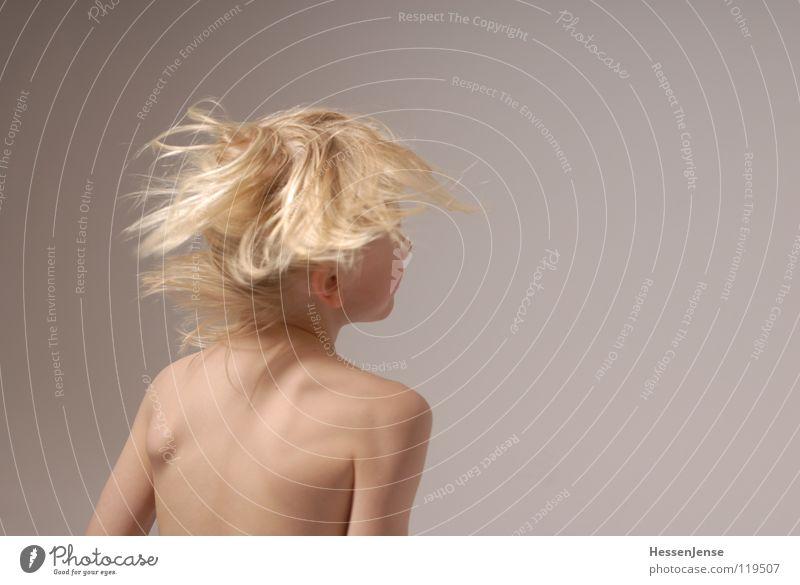 Haare 10 blond Oberkörper Geschwindigkeit Gefühle Eile Ärger Bewegung Hass Freude Haare & Frisuren stark Schwäche Gesundheit Energiewirtschaft Hin her Glück