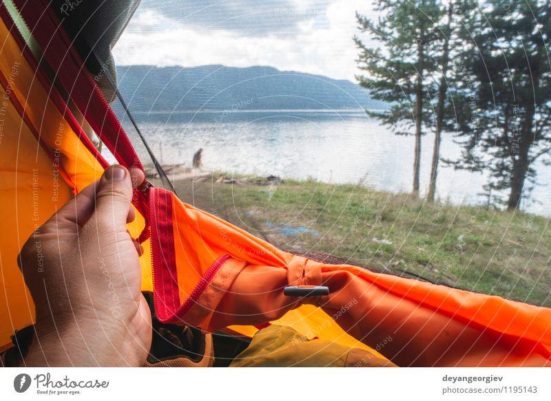 Blick von innen auf das Zelt Reichtum Erholung Ferien & Urlaub & Reisen Abenteuer Camping Sommer Sonne wandern Junge Mann Erwachsene Familie & Verwandtschaft