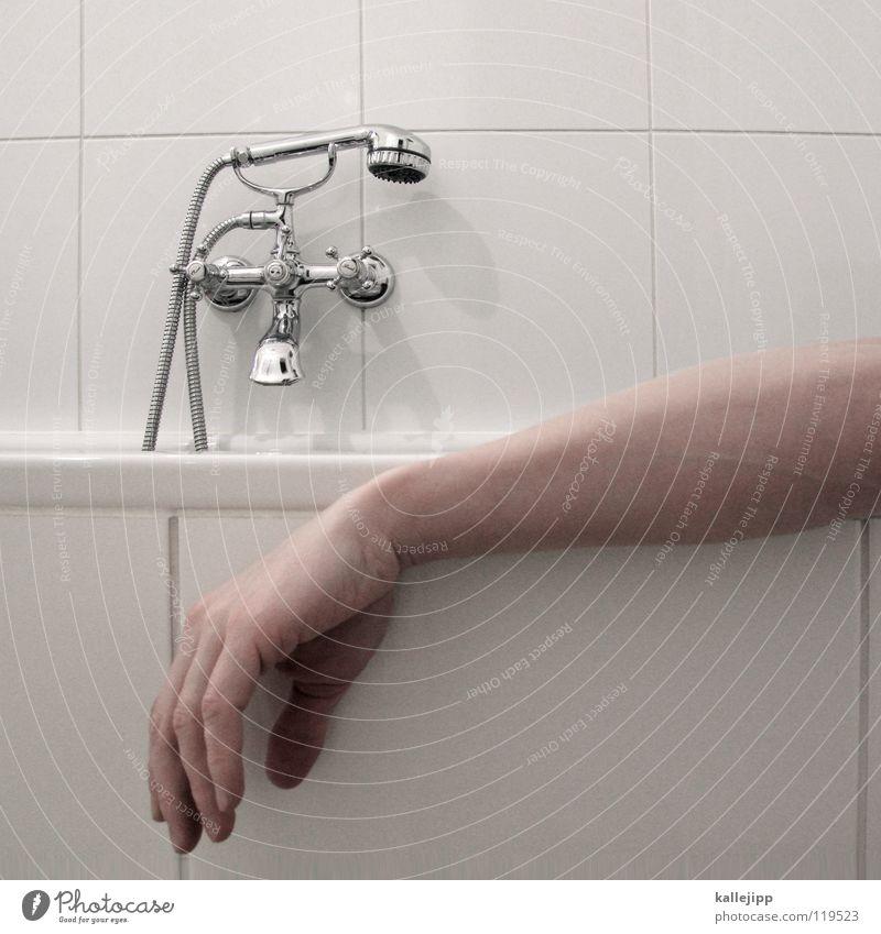 zimmer 317 Mensch Mann Wasser weiß Hand ruhig Erholung Tod Wärme Traurigkeit hell Deutschland Schwimmen & Baden Raum gehen Arme